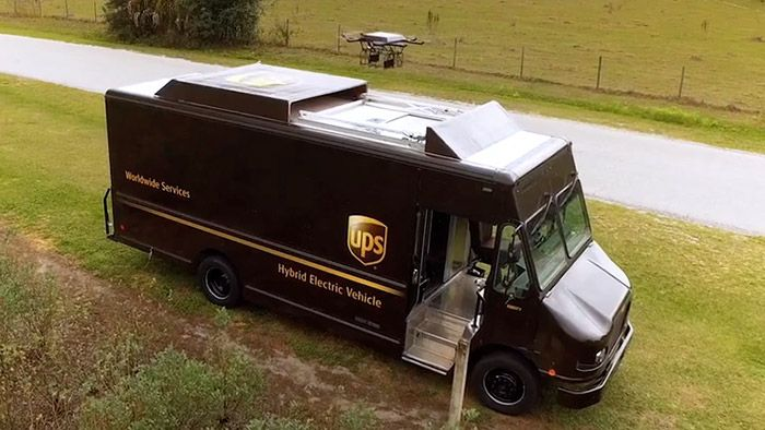 UPS testuje doručení autonomními drony ze speciálních aut