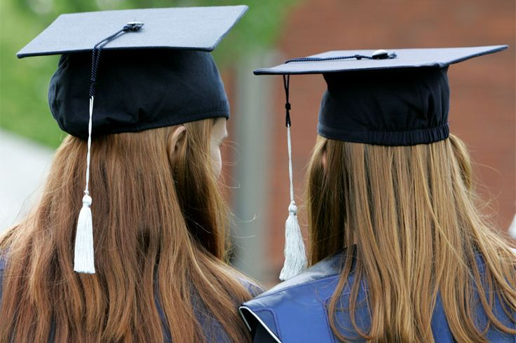 Laut einer Studie gibt es kaum #Gehaltsunterschiede zwischen Uni & FH-Absolventen. Unterschiede zwischen Entlohnung von #Bachelor- und Masterabsolventen gibt es aber sehr wohl.  Das heißt - der #Master zahlt sich also aus!