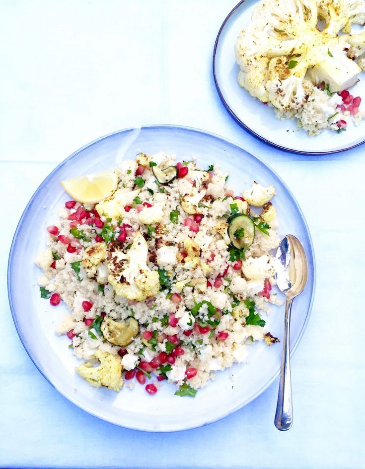 Recept bloemkool couscous salade. Heb je weleens bloemkool in de oven gegrild? Dit is zo lekker! Voor deze bloemkool couscous heb ik heerlijke kruiden en