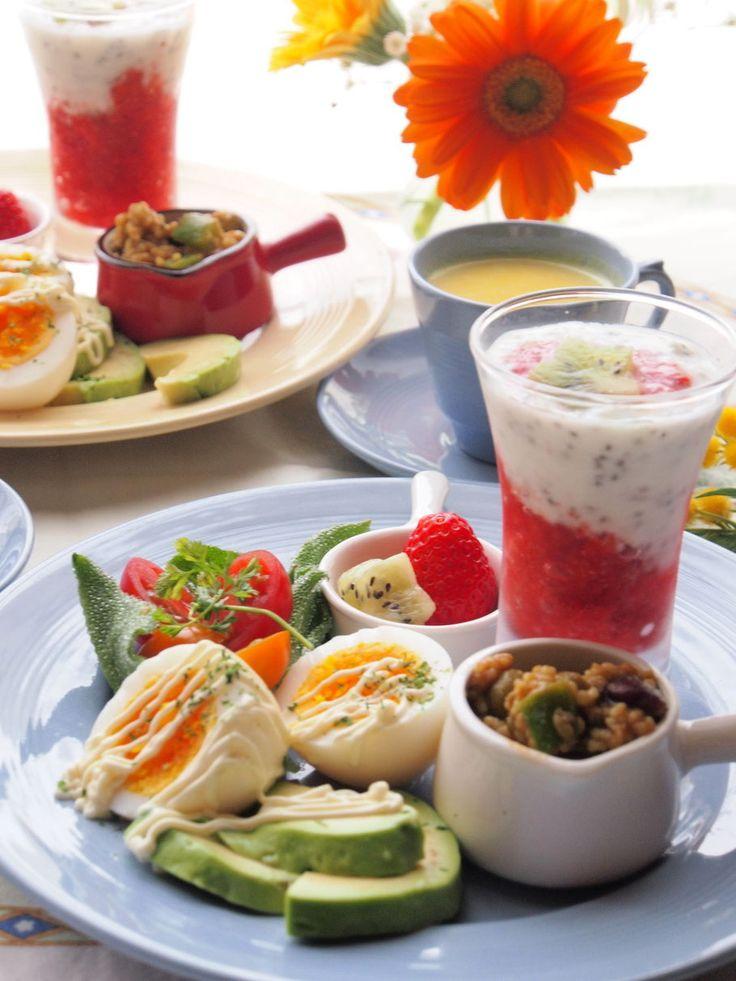 朝ごはん イチゴのピュレとヨーグルトでグラスデザート風に - きゃさりんのtsurezure-diary