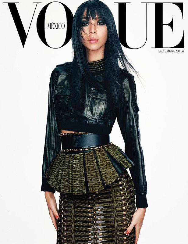 Una segunda portada para celebrar una temporada de fiestas: @ImIssaLish en #Vogue #diciembre. buff.ly/1p6eWw5