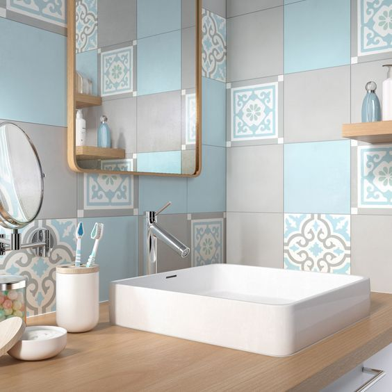 A stunning blue and grey tile combination can have amazing results.