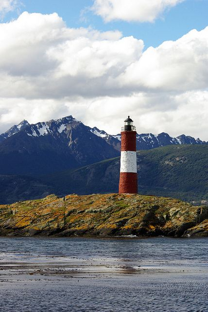 Ushuaïa est la capitale de la province argentine la plus méridionale, la Terre de Feu. Située au sud de la Grande Île de Terre de Feu en bordure de la baie éponyme, à proximité du canal Beagle et au sud-ouest de la province, dans le département d'Ushuaïa, la ville est considérée comme étant la plus australe du monde. Ushuaïa a une superficie de 9 390 km2 et comptait 56 825 habitants en 2010.