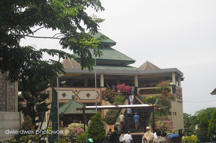 mosque @ puja mandala