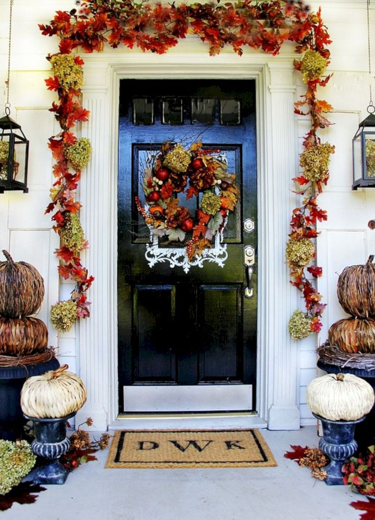 Great Idea Best And Most Beautiful Fall Front Door Decorating Ideas (35+ Best Pictures) http://goodsgn.com/design-decorating/best-and-most-beautiful-fall-front-door-decorating-ideas-35-best-pictures/