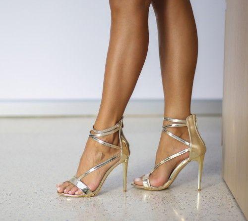 Sandale Zagapo Aurii la pretul de 109.00 Lei din categoria Sandale cu toc. <br>Culoare:  Auriu<br>Dimensiune toc:  11<br>Material:  Piele eco lacuita