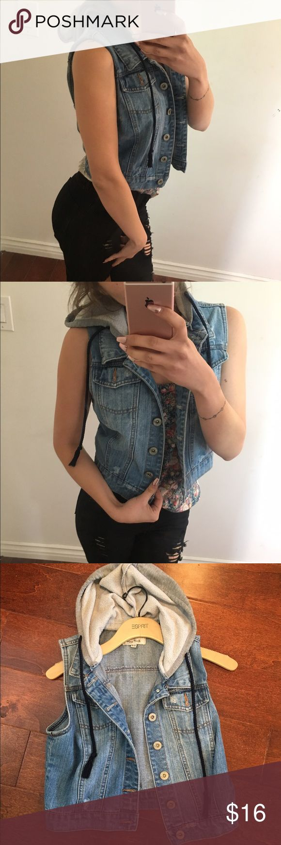 Sleeveless hooded denim jacket NO THIS IS NOT A FREE PEOPLE BRAND. THE BRAND WAS JUST USED TO GET THIS SALE OUT THERE! Free People Jackets & Coats Jean Jackets