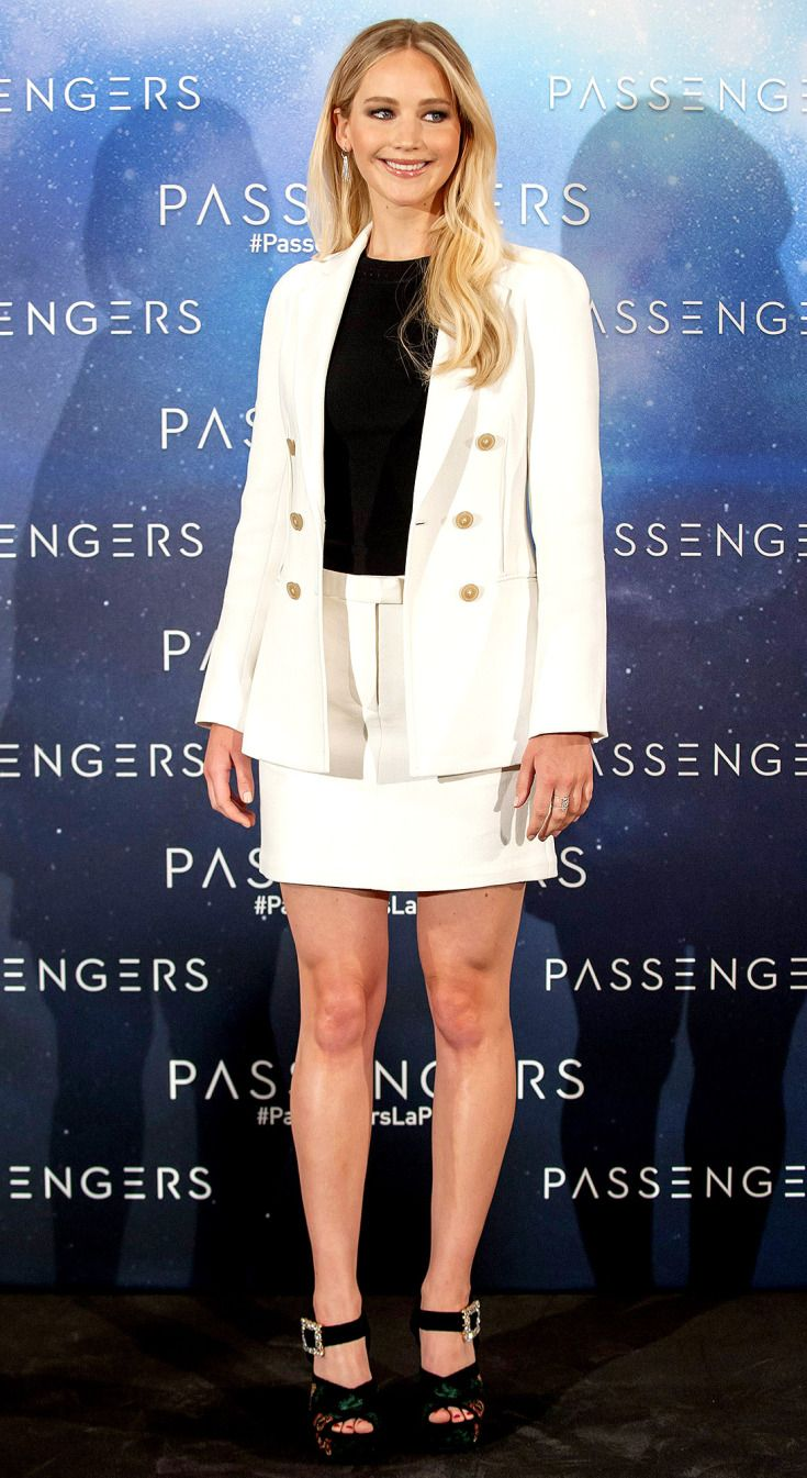 Jennifer Lawrence attends the 'Passengers' photocall on November 30, 2016 in Madrid, Spain.