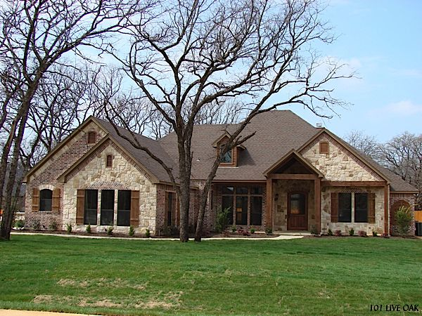 25 b sta texas style homes id erna p pinterest hem for Stone and brick home designs