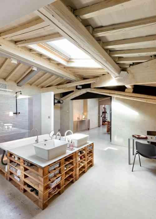 meuble en palettes de bois pour la salle de bain