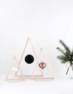 Mini Weihnachtsbäume aus Holz basteln.