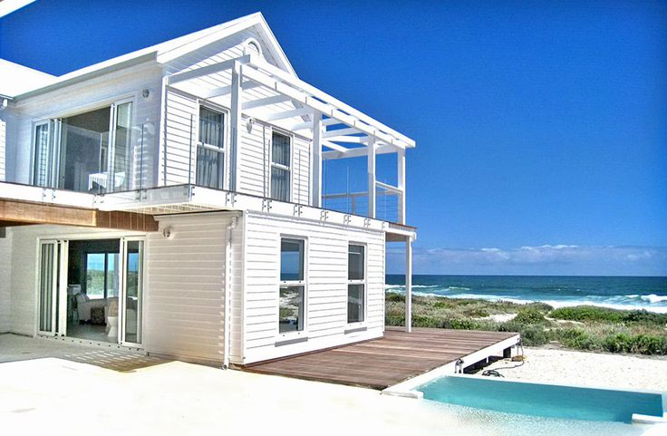WHITE SANDS BEACH HOUSE, Yzerfontein Self Catering Accommodation, Western Cape - Beautiful self catering holiday home situated right on the beach. Double storey with 4 bedrooms, en-suite master bedroom with steam shower. Chic living area with fireplace, fully equipped kitchen and built-in barbeque facilities. Sleeps up to 10.
