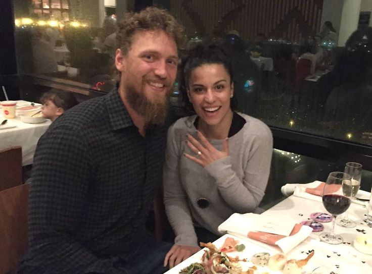 San Francisco Giant's outfielder, Hunter Pence, proposes to girlfriend!   #mycannonball #congratulations