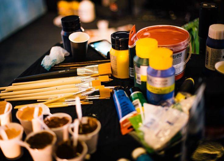 Colors and brushes before starting my project!  #benheineart #justiceleague #painting #peinture #film #movie #art #warnerbros #project #actor #character #superhero #liveperformance #cyborg #aquaman #superman #flash #wonderwoman #batman #music #drawing #dessin #cinema #ugc #kinepolis @warnerbrosbelgium @facts @barnyard_be