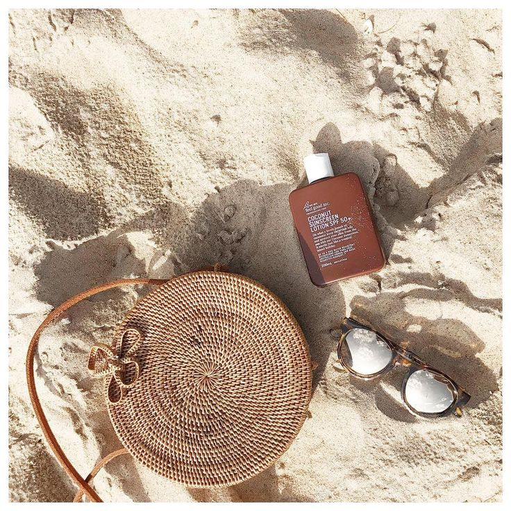huntinglouise - Beach days with @wearefeelgoodinc! Have been loving their coconut sunscreen whilst travelling - smells like heaven and has no nasties 👌🏻