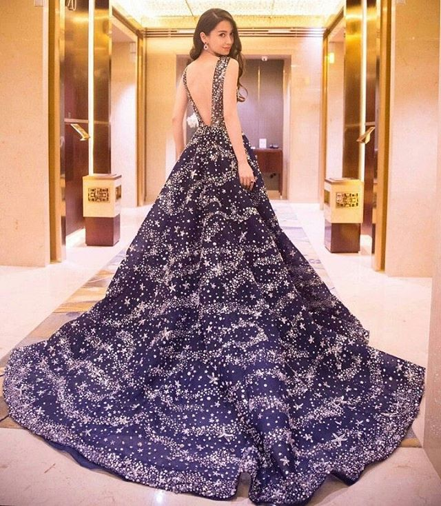 Up next is this wondrous gleaming blue bejeweled gown by the one and only @zuhairmuradofficial. The famous Hong Kong actress @angelababyct truly looks outrageously beautiful in this sleeveless gown with an open back and flattering silhouette, all wrapped up with intricate beadings throughout the dress that gives out an opulent mood. Isn't this a heavenly sight? Leave a comment below if you want this for your wedding!