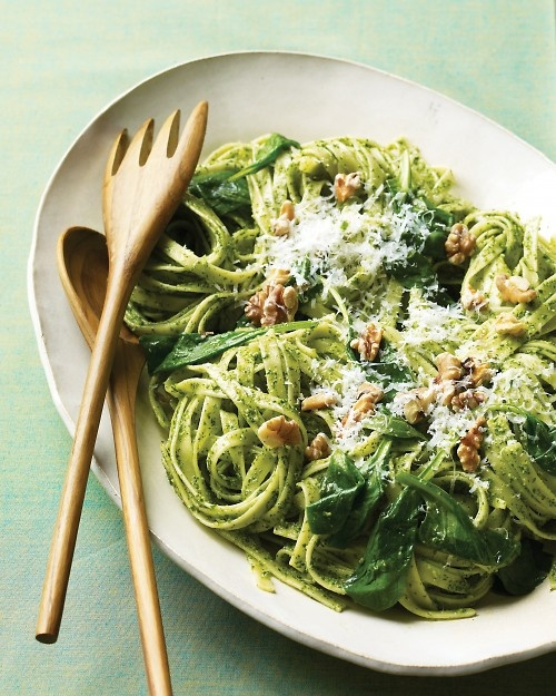 Fettuccine with Parsley Pesto and Walnuts Recipe