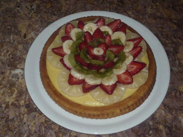 La torta alla frutta  è un classico apprezzato da grandi e piccini, perfetta come torta di compleanno . Una base soffice a forma di crostata...