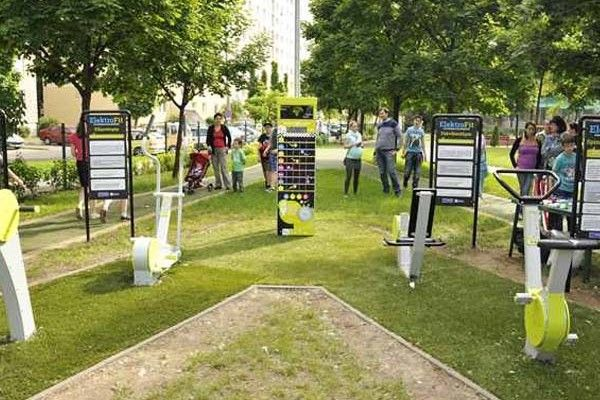 Fitness equipment that generates electricity in a playground in Budapest