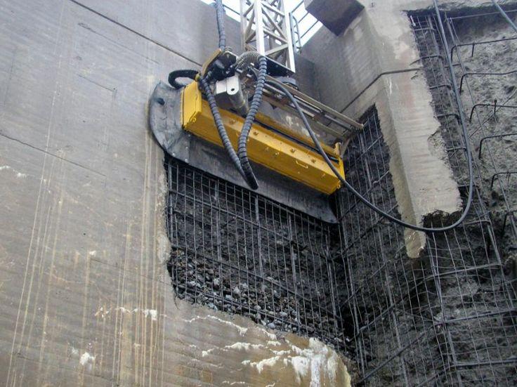 Robô faz a demolição, recicla e limpa área da obra   Cimento Itambé