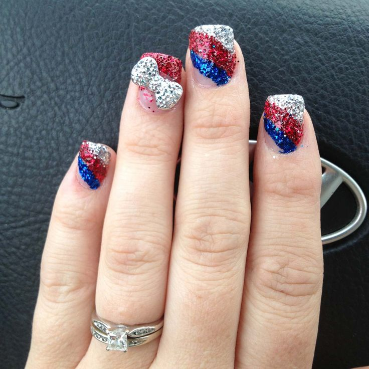 8 Techniques for 4th July Nails -- Absolutely HATE that bow! But the rest is really neat! Why ruin it?!