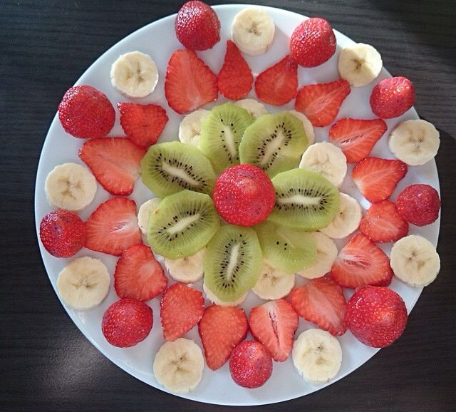 Sliced fruit  & a lush vanilla vitamin shake in bed with my poorly boy  #fruit #health #goodmorning #ideas #feedyourbody #greatfood #shakes full of ultrapremium formulas of science#goodness to #detox helps me have a #healthierlife #clearskin  #wellness & #weightcontrol