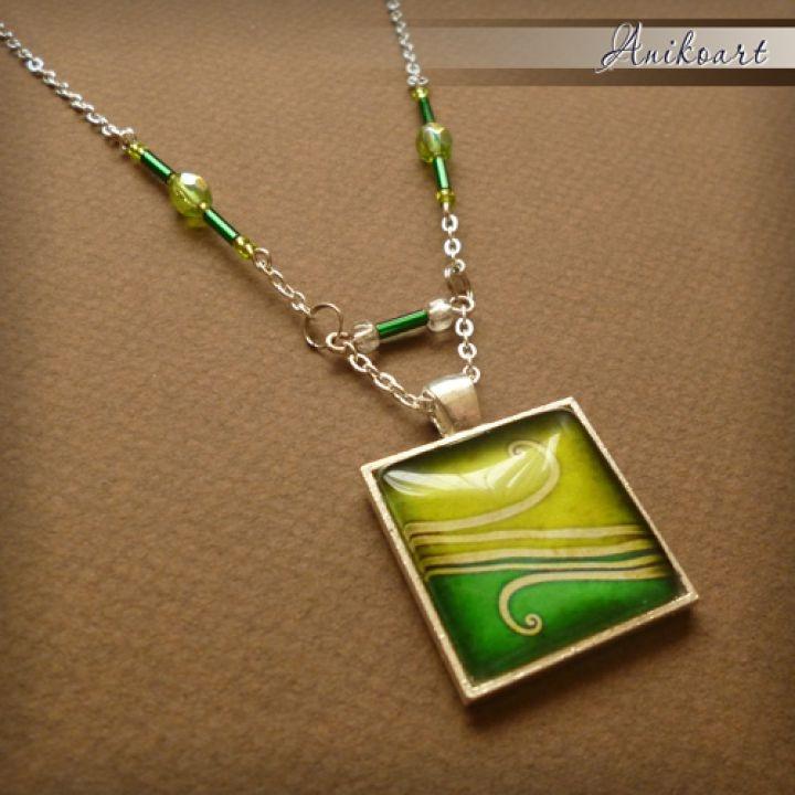 Greenish Necklace by http://www.breslo.hu/item/Egyedileg-tervezett-mintaval-keszult-gyongyos-nyaklanc_2929#