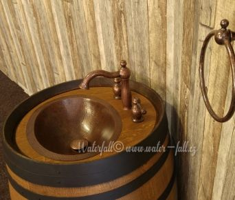 Koupelnová skříňka ze sudu, retro baterie a měděné umyvadlo, Water-fall.cz, koupelnové doplňky, Barrique barrel with copper sink and Antique faucet, bathroom accessories
