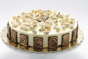 Bavarese alla vaniglia con interno cremoso al fondente di Santin: base biscotto di frutta secca e cioccolato, cremoso al cioccolato fondente, bavarese alla crema