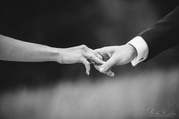 Ślubna sesja plenerowa Kraków Białe Kadry  www.BialeKadry.pl    #zdjecia #slubne #plener #sesja #plenerowa #para #młoda #paramłoda #pannamłoda #panmłody #pan #pani #panna #młoda #młody #małopolska #kraków #kreatywny #najlepszy #ranking #najlepsi #polecani #fotograf #fotografowie #zakopane #nowysacz #leśna #las #światło #zakochani #małżeństwo #poślubna #czarnobialezdjecia #czarnobiale #bw #obrączka