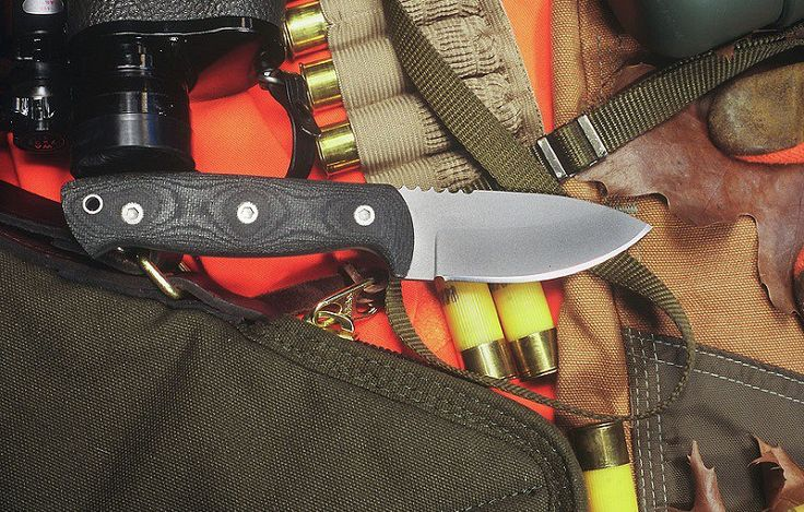 Best Hunting Knives Reviews with Buying Guide - There are quite many hunting knives to choose from. This will also depend on the type of knife you need. You might want a knife for skinning, for a good grip or its general performance. Here I've written some great tips with hunting knives reviews to choose the best knife for a great hunting experience. #knife #knives #huntingknife #knifereview #Knivesreview #survivalknife #Top10Knife