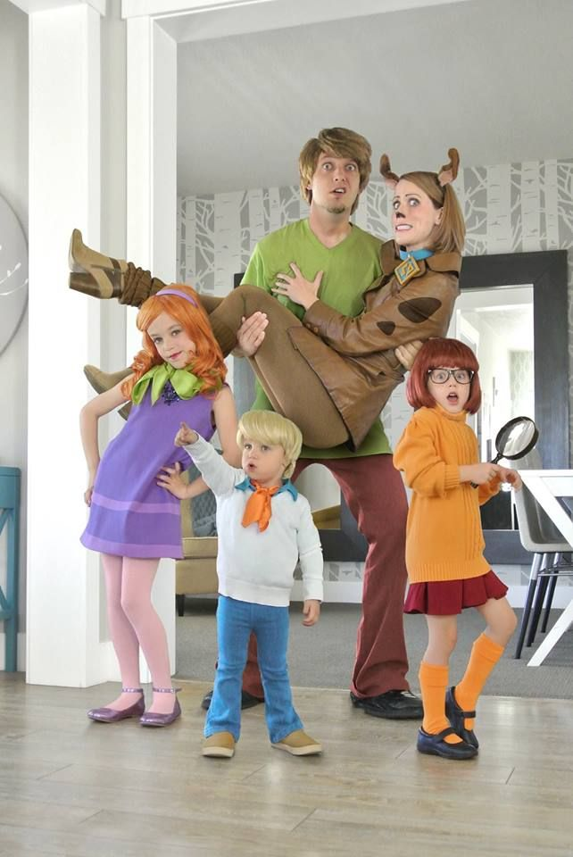 Freddy,Daphne,Velma,shaggy and Scooby-Doo  cosplay by Hillary Akin Carey and Tavnir Carey (Shaggy and Scooby) #cosplayclass #costume