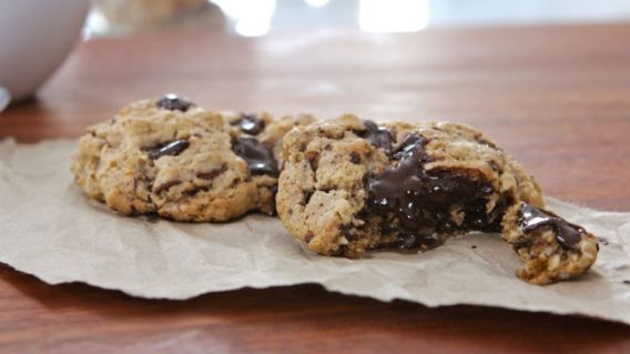 Biscuits au beurre d'amandes, à l'avoine et au chocolat noir