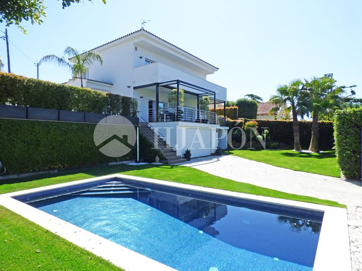 Contemporary, luxury property with 5 bedrooms and sea views in Alella