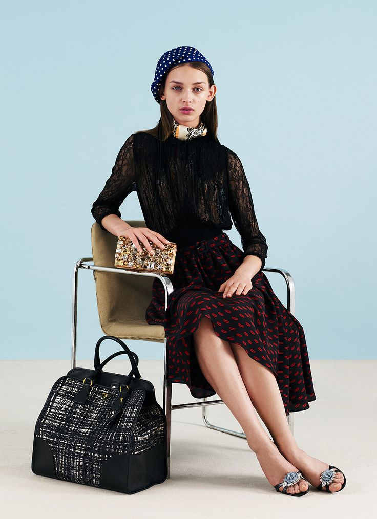 Prada Resort 2012 同シリーズのナイロンバッグを発見!折りたためるのがセカンドバッグに便利そう。