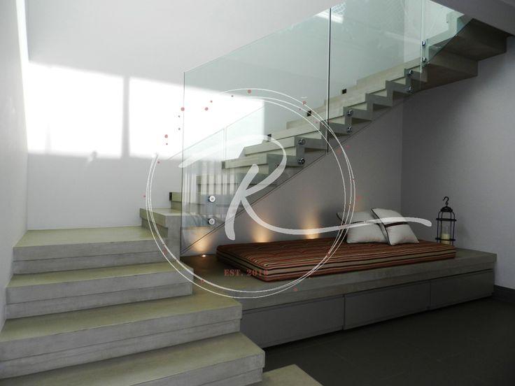 Como aproveitar o espaço embaixo da escada? Nesse projeto, aproveitamos essa área com banco e espaço para armazenagem, compondo o desenho da escada.    Entre em contato e faça seu orçamento!    @francianobr    #rocha_rovea #arquiteturavalinhos #escadas #rocha_rovea #arquiteturaedesigndeinteriores #arquiteturavinhedo #arquiteturavalinhos #arquiteturacampinas #arquiteturaresidencial #instadesign #instadecor #instahouse #instahome #arquiteturadeinteriores
