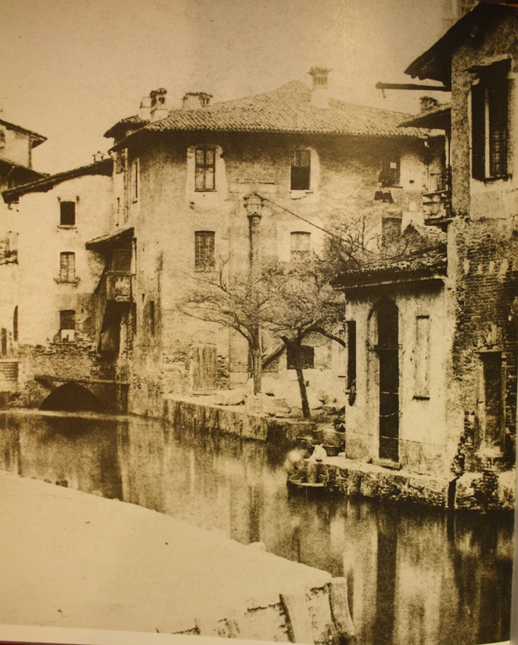 Milan: a wonderful view of via Laghetto in the XIX century.