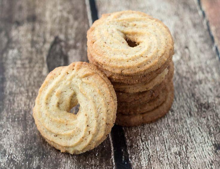 Lækre og sprøde vaniljekranse passer sig til den søde juletid. Her får du opskriften på nogle nemme vaniljekranse, som bare smager lige som de skal.