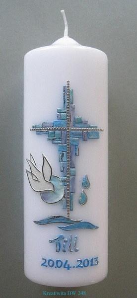 Eine wunderschöne Taufkerze, gefertigt für einen Jungen (für Mädchen können sie andere Farben wünschen).  Die Mosaikteile aus Wachs wurden in einer...