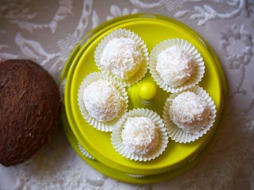 Szefowa w swojej kuchni. ;-): Dietetyczne raffaello z kaszą manną - pyszne!