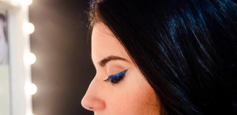 Pigmento Azul Marinho Mac Pro + Mixing Medium e por cima de tudo o delineador de glitter baratinho que comprei na 25 de março
