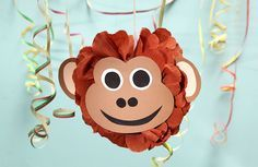 Lustige Dekoidee für die Dschungelparty - ein Pompon mit einem frechen Affengesicht.