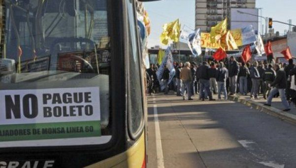 Trabajadores de la línea 60 cortan la Panamericana