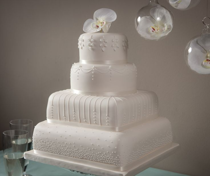 Denise S Bakery Cake Design Akademie : 54 best images about Wedding cake on Pinterest Wedding ...