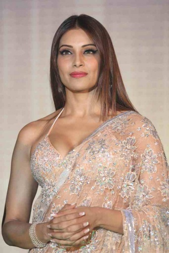 Bipasha Basu in Hot Saree