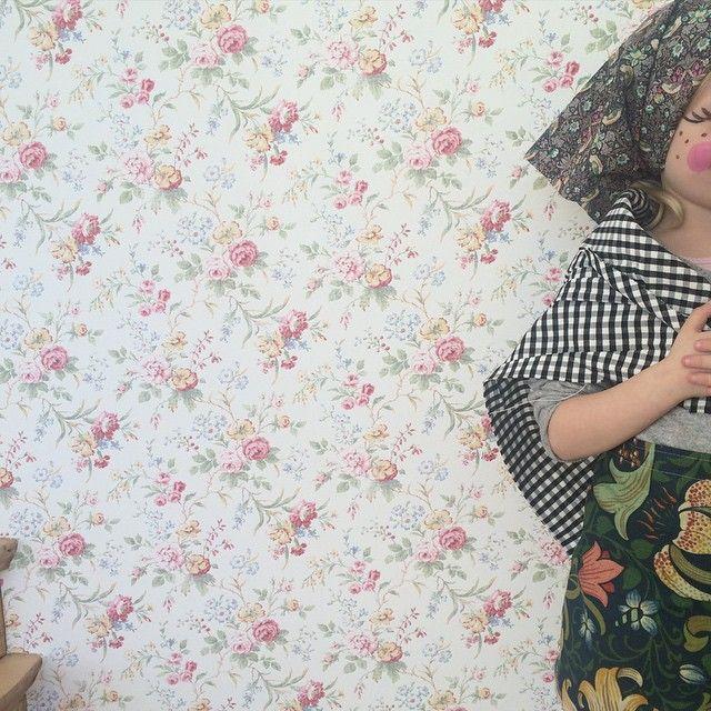 Blommig tapet I Romantisk I Rosor I Tapeter I Påskkärring I William Morris I Floral Wallpaper I Summer Cottage I Barnrum I Tapet I Ralph Lauren I Kids Room I Wallpaper I Sommarstuga I   E N G E L S K A  T A P E T M A G A S I N E T Shop online: www.engelskatapetmagasinet.se