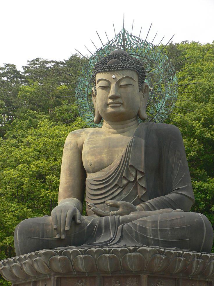 buddha   File:Korea-Seoraksan-Buddha-Statue-01.jpg - Wikimedia Commons