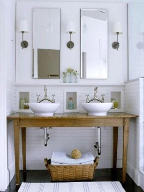 Badkamermeubel gemaakt van brocante oude tafel! Kijk voor unieke oude tafels en dressoirs bij www.old-basics.nl en maak je badkamer uniek! (let ook op de kleine nisjes boven de wastafel; leuk bedacht!)