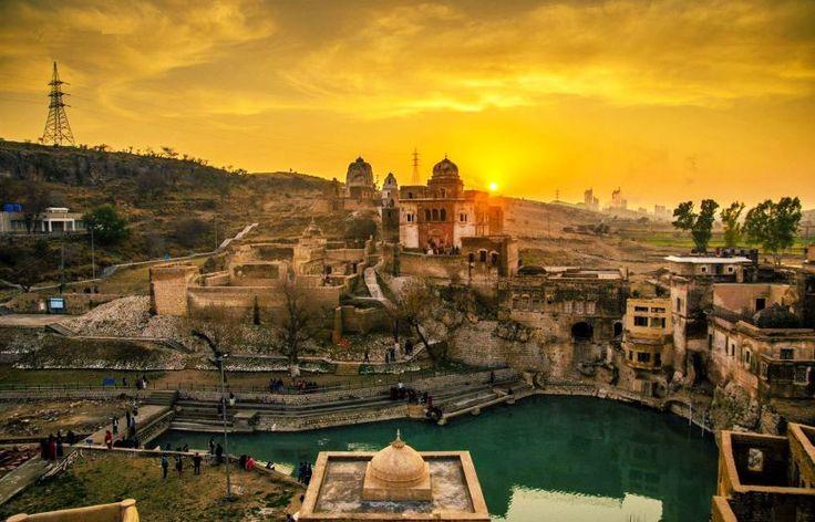 Katasraj Siva Temples in Pakistan-http://parkothkshethrampayyantemplearoli.blogspot.ae/2015/02/mahabharat-era-lord-siva-temple-in.html