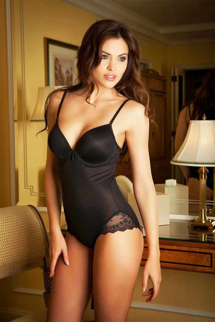 ississippi brunette bombshells pinterest lingerie brunettes and corset. Black Bedroom Furniture Sets. Home Design Ideas